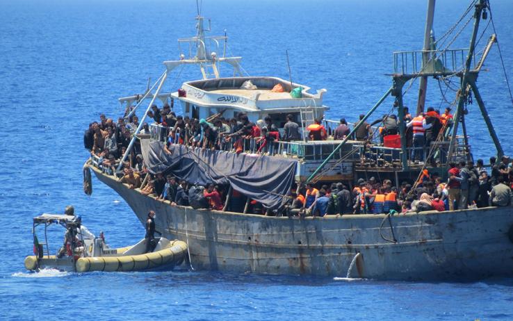 migranti_sbarco_pozzallo_migranti_01